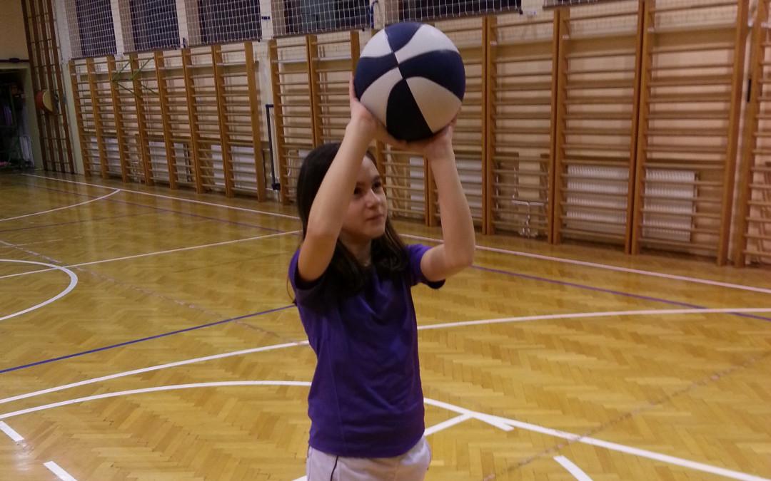 Živa Golob podaj žogo
