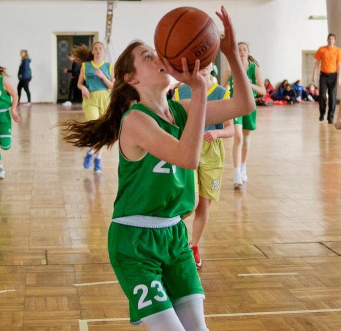 Hana Ivanuša podaj žogo