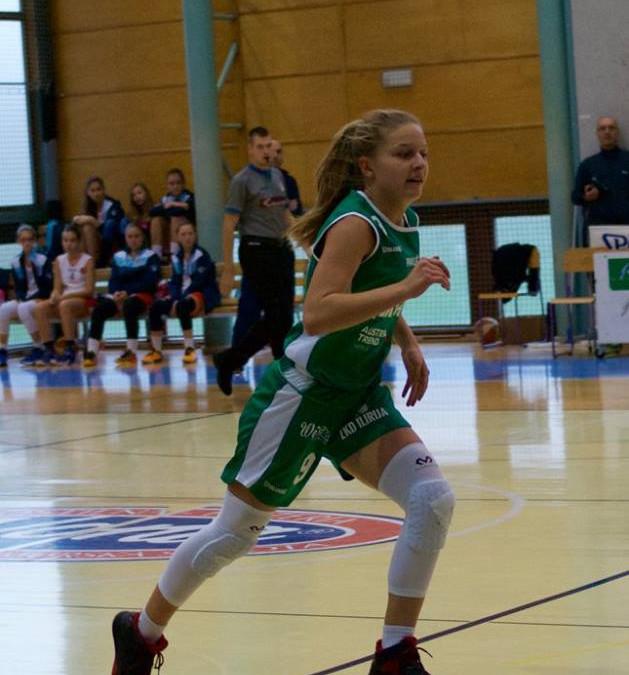 Eva Suhalj podaj žogo