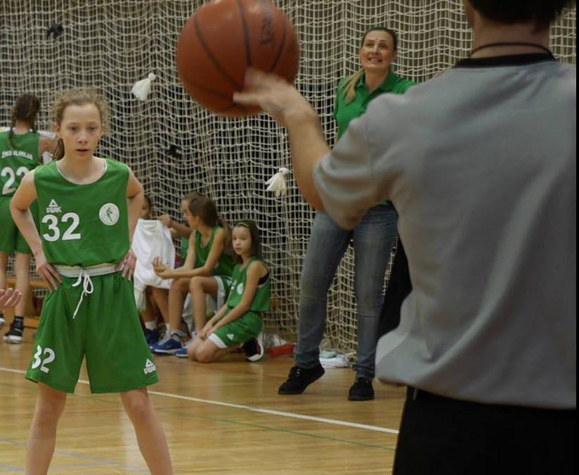 Klara Kos podaj žogo