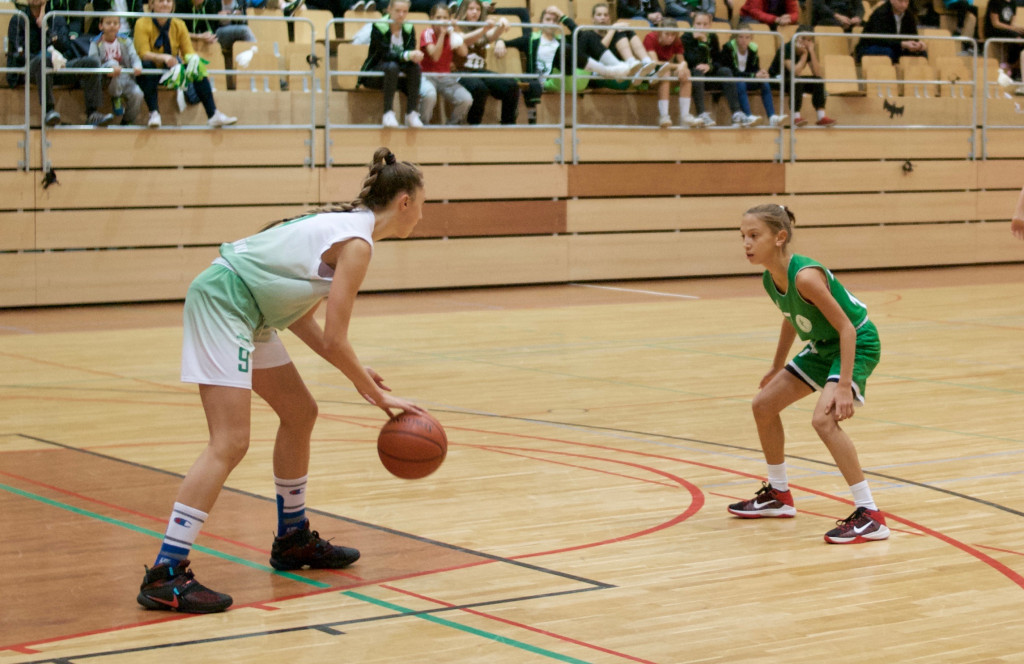 Hana Sambolić podaj žogo