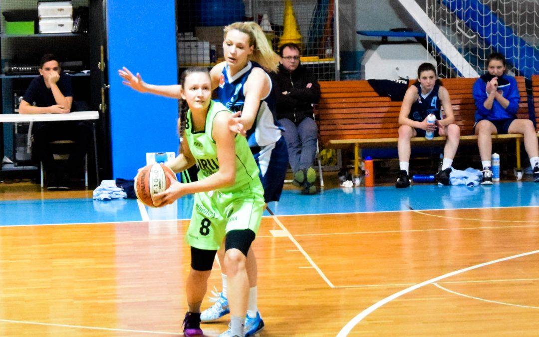 Andreja Lakner podaj žogo