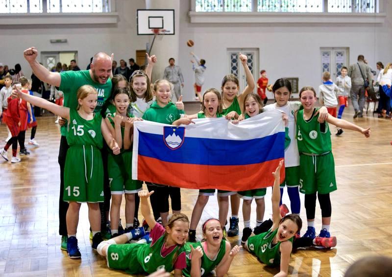 Sara Jovičević podaj žogo