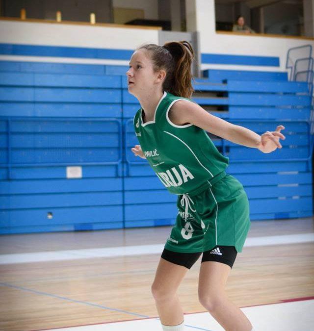 Anja Mustavar podaj žogo