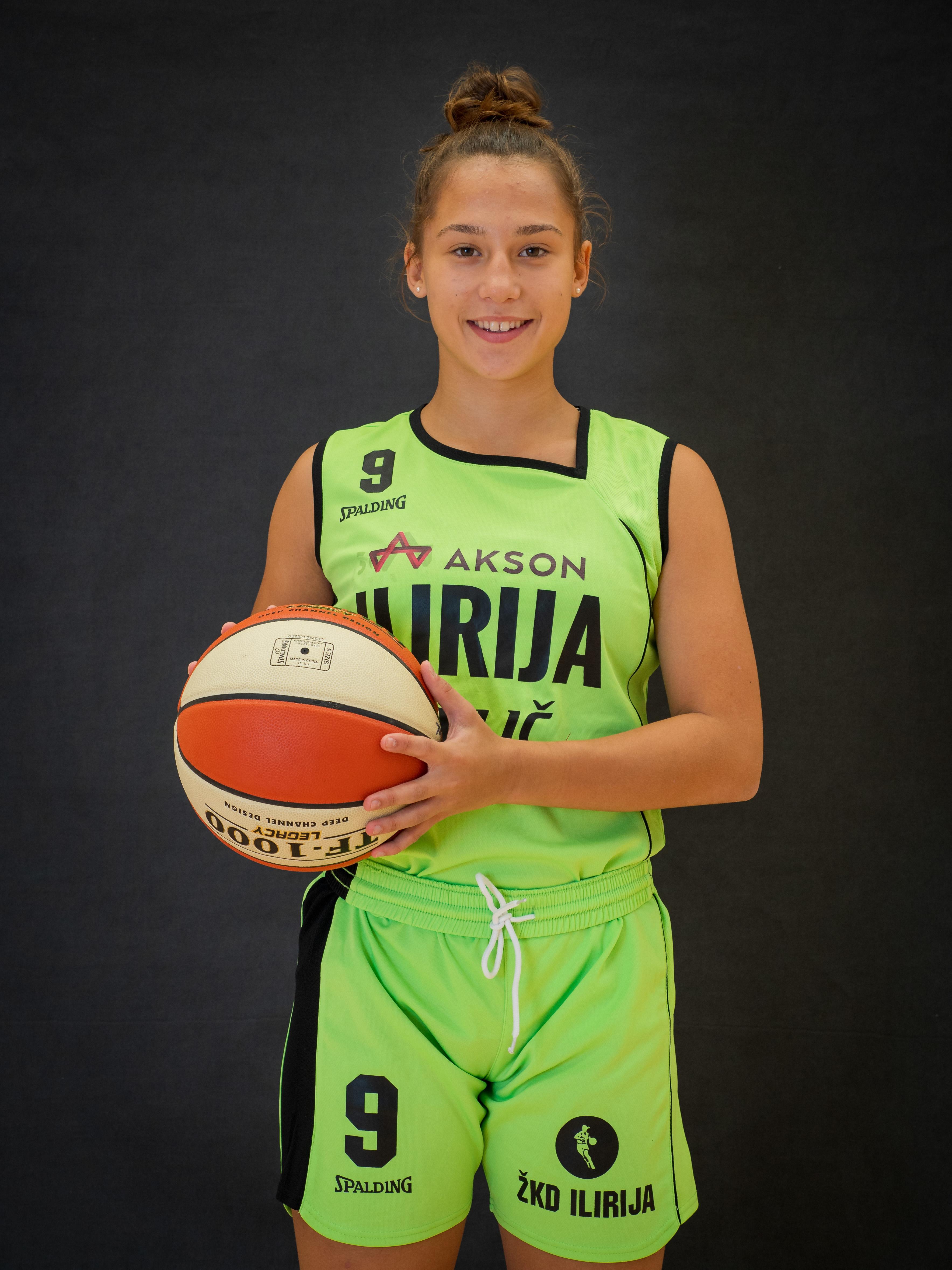 Sara Sambolić